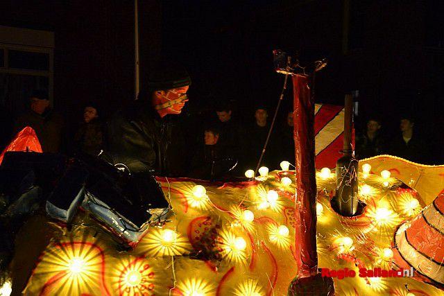 veel bezoekers voor verlichte optocht in lemelerveld foto jasper hutten