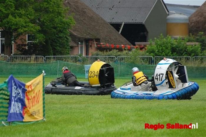 Spektakel bij EK hovercrafts op de Elshof - Foto: Bauke Dokman