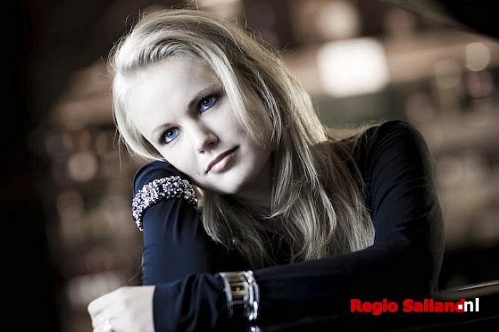 Zangeres Maaike Jansen verkocht voor € 4.000,- - Foto: Martin Hogeboom