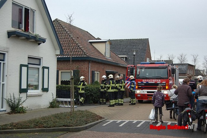 Schoorsteenbrand bij woning in Boskamp - Foto: Leo van 't Hul
