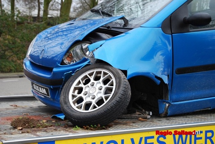 45-km wagen botst op andere auto in centrum Raalte - Foto: Robin Duteweerd