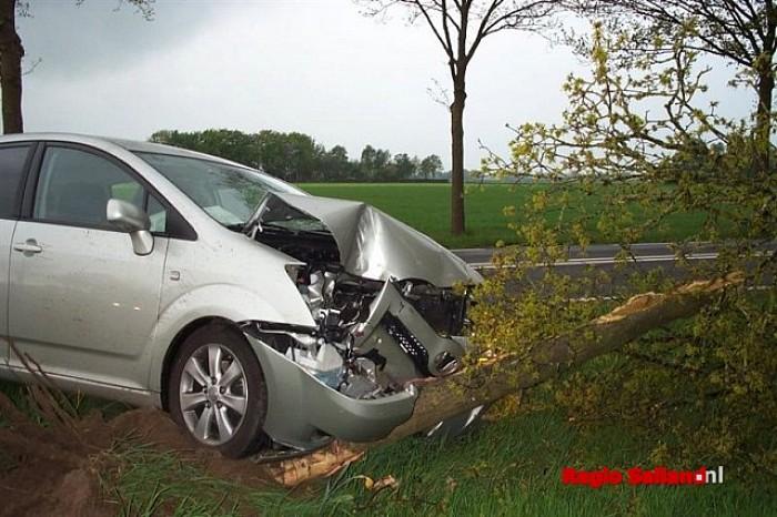 Update: Man gewond bij eenzijdige aanrijding in Wijhe - Foto: Raalte in Beeld