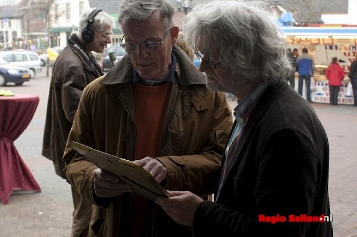Verenigingenbord onthuld bij Dorpshuus Heino - Foto: Pim Haarsma