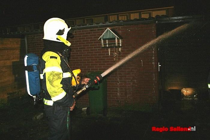 Schuurbrand snel geblust aan de Wilgensingel in Raalte - Foto: Raalte in Beeld