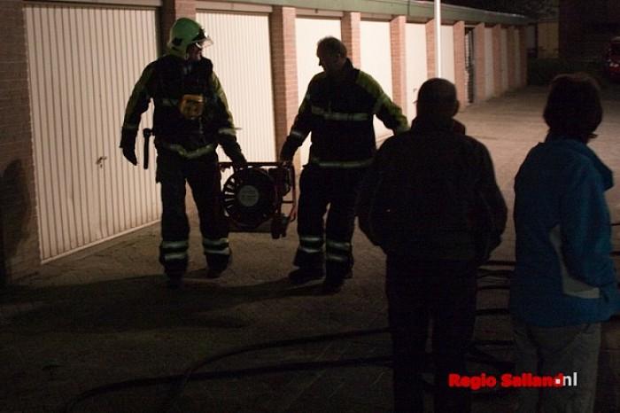Schuurbrand snel geblust aan de Wilgensingel in Raalte - Foto: Pim Haarsma