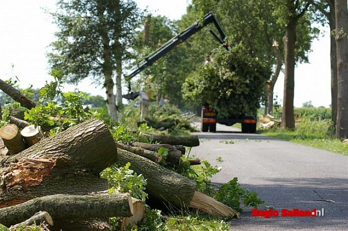 UPDATE: Windhoos veroorzaakt veel schade in Dalfsen - Foto: Jasper Hutten