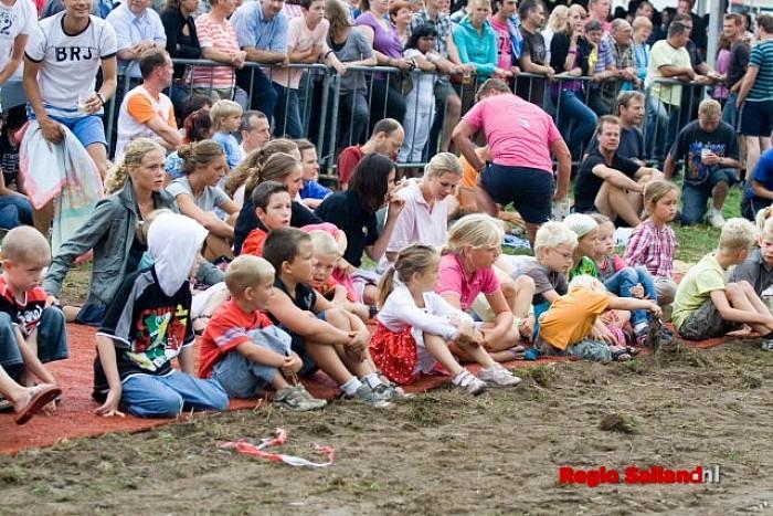 Zwientie tikken weer ouderwets gezellig in Luttenberg - Foto: Andy Hutten
