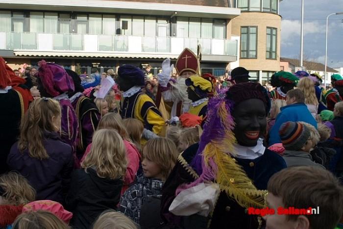 Warm onthaal voor Sinterklaas in Raalte - Foto: Andy Hutten