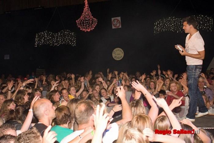 Heino loopt uit voor optreden Jan Smit in sporthal - Foto: Pim Haarsma