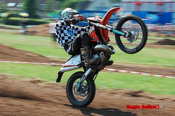 Motorcross en stunteam op Kermis Boerhaar - Foto: Bauke Dokman