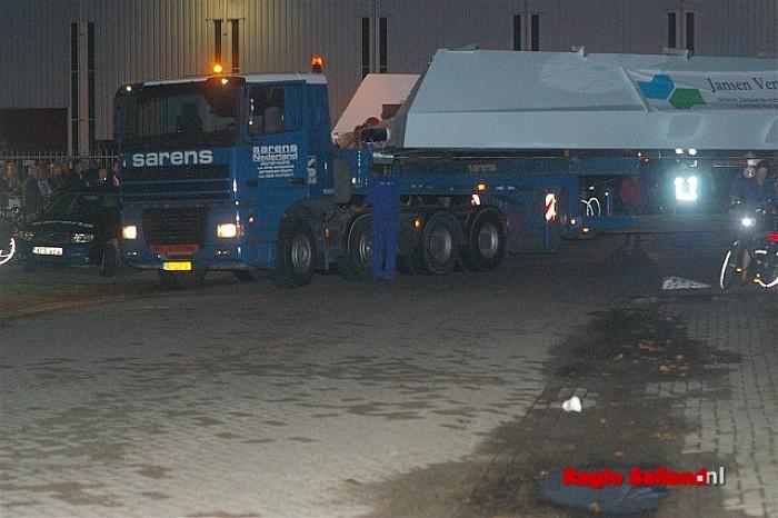Groot transport brugdelen vanuit Wijhe blijkt lastige klus - Foto: Jasper Hutten