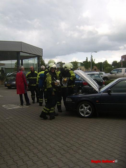 Korte autobrand Grundelstraat in Raalte - Foto: Thomas Druiven