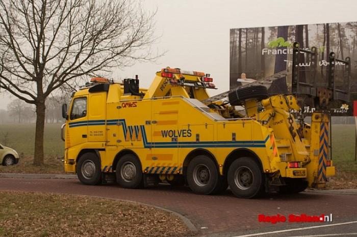 Vrachtwagen met mest gekanteld op N35 Raalte (update) - Foto: Pim Haarsma