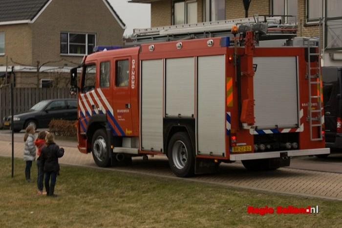 Brand bij isolatiemateriaal schoorsteen in Raalte-Noord - Foto: Pim Haarsma