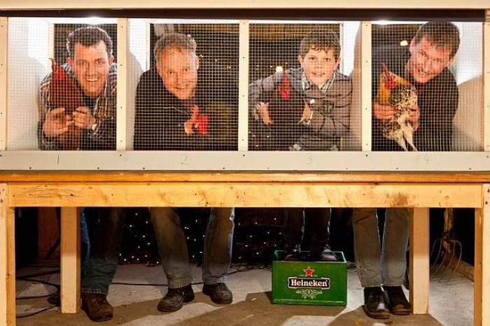 De Oelewappers introduceren hanenkraaien in Heino - Foto: Vincent Hartman