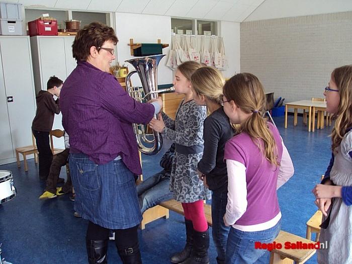 Leerlingen Schutse in Raalte krijgen workshop Muziek-Kids - Foto: Eigen foto