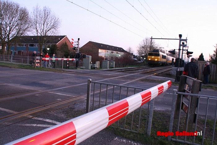 Spoorwegovergang enige tijd ontregeld in Wijhe - Foto: Jasper Hutten