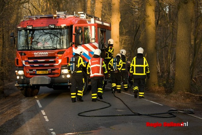Motor raakt in brand op de Heinoseweg bij Dalfsen - Foto: Pim Haarsma
