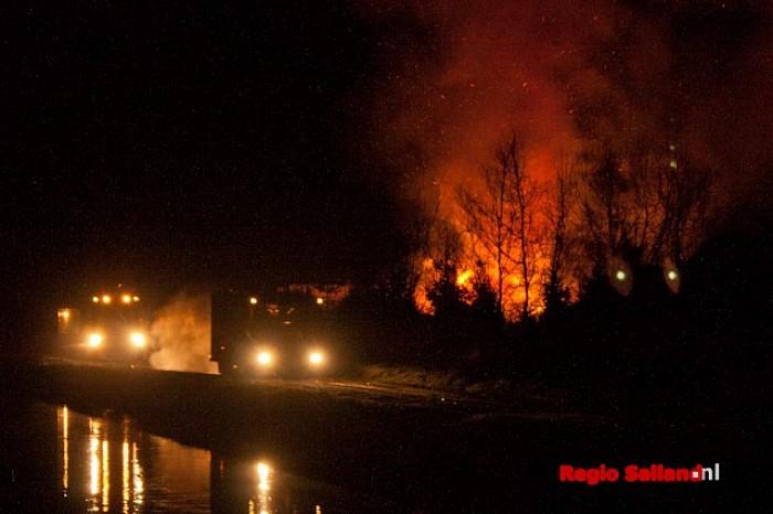 Melding woningbrand blijkt vroeg paasvuur in Dalfsen - Foto: Pim Haarsma