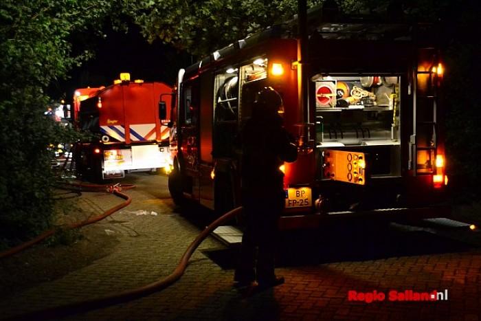 Brand in varkensschuur aan de Prinshoeveweg in Olst - Foto: Jasper Hutten