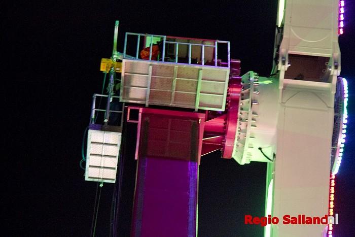 Inzittenden attractie vast op 60-meter hoogte - Foto: Pim Haarsma