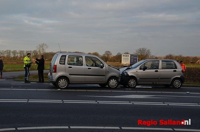 Gewonden bij frontale aanrijding op de N348 bij Wesepe - Foto: Leo van 't Hul
