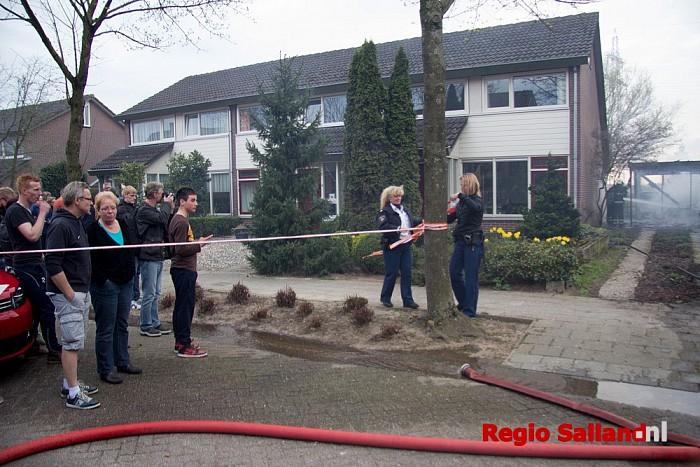 Auto en carport uitgebrand in Lierderholthuis (update) - Foto: Pim Haarsma
