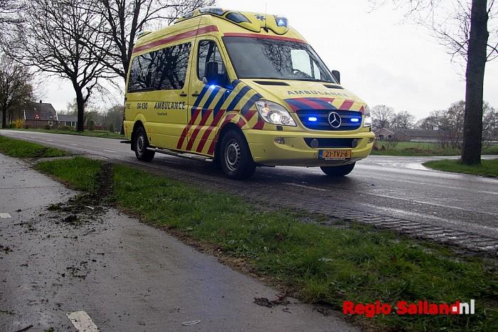 Fietsster gewond na botsing tegen auto in Heino - Foto: Pim Haarsma