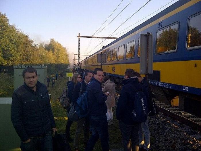 Trein in brand bij Olst: Geen treinen Deventer-Zwolle - Foto: Dolfien Posthoorn