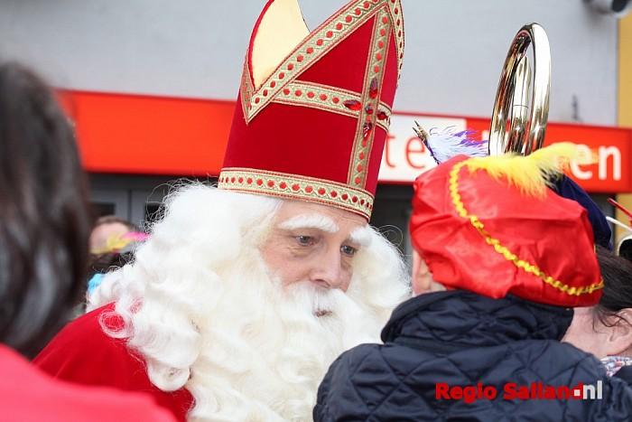 Sinterklaas en zijn pieten komen aan in Raalte - Foto: Nick Jonkman