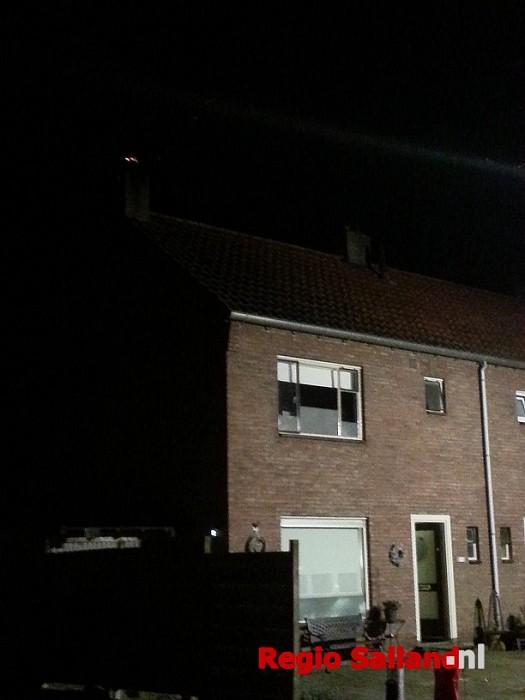 Schoorsteenbrand aan de Begoniastraat in de Boskamp - Foto: Jasper Hutten
