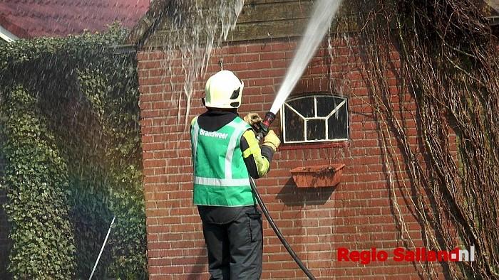 Brand in schuurtje aan de Heetkampsweg in Broekland - Foto: Jasper Hutten