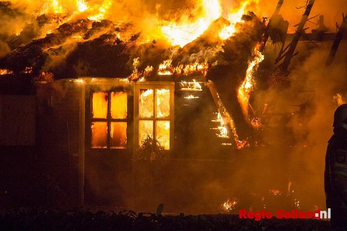 Woonboerderij uitgebrand in Lemelerveld (video) - Foto: Pim Haarsma