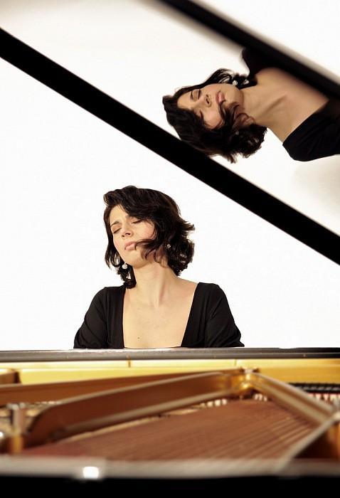 Pianiste Nino Gvetadze bij De Nicolaas Concerten Wesepe. - Foto: Onbekend