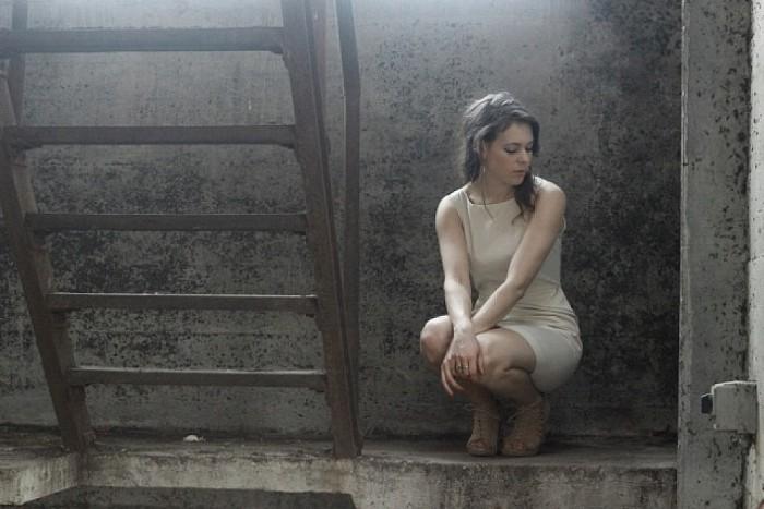 Singersong writer Rachèl Louise bij de Haere in Olst - Foto: PR