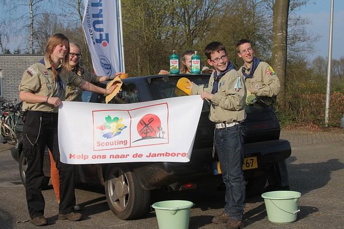 Auto's wassen voor Wereld Jamboree - Foto: PR