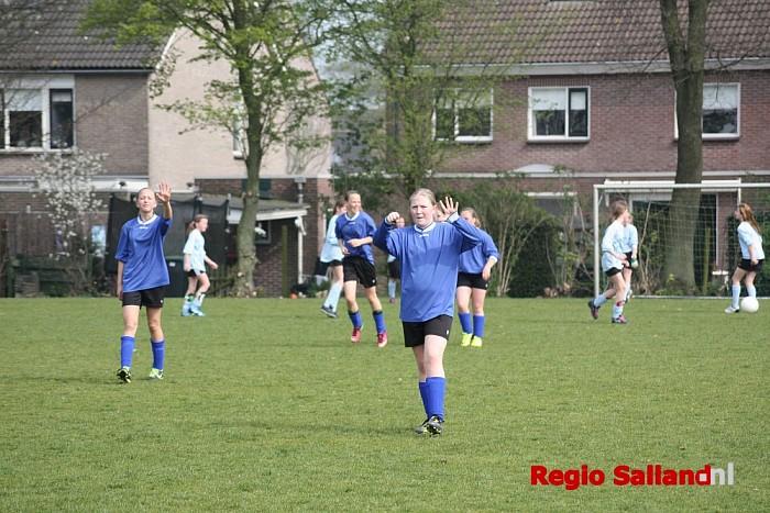 Schoolvoetbal in Mariënheem groot succes - Foto: Nick Jonkman