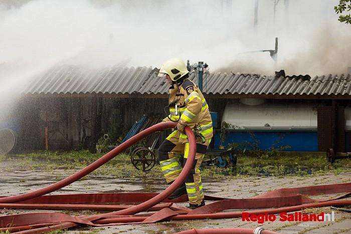 Schuur verwoest door brand in Mariënheem - Foto: Pim Haarsma