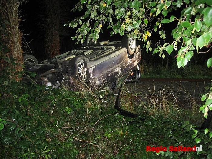 Auto met vier inzittenden tegen boom bij Mariënheem - Foto: Jasper Hutten