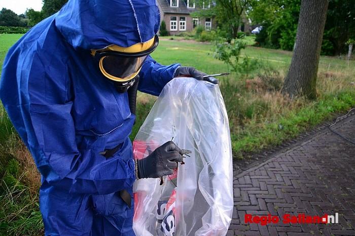 Asbest wordt opgeruimd na grote brand in Heeten - Foto: Jasper Hutten
