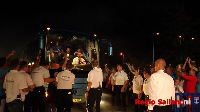 Spelers Pec Zwolle warm onthaald in Zwolle - Foto: Jasper Hutten