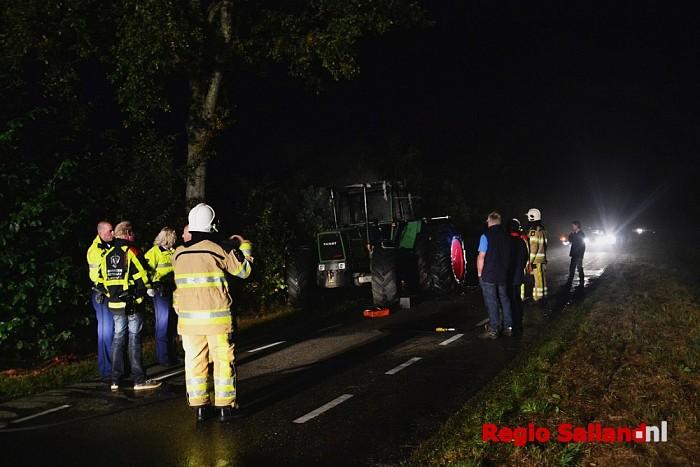 Tractor brandt uit aan de Vilstersedijk in Lemelerveld - Foto: Jasper Hutten