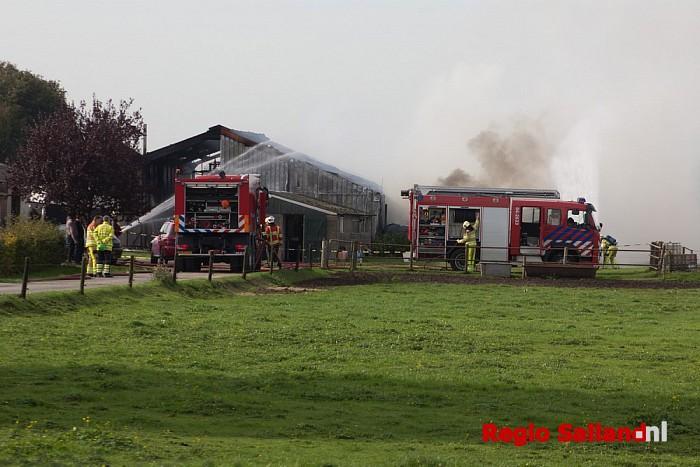 Ongeval bij schuurbrand in Lemelerveld (video) - Foto: Pim Haarsma