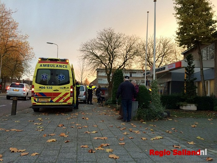 Fietser aangereden door auto aan Westdorplaan in Raalte - Foto: Nick Jonkman