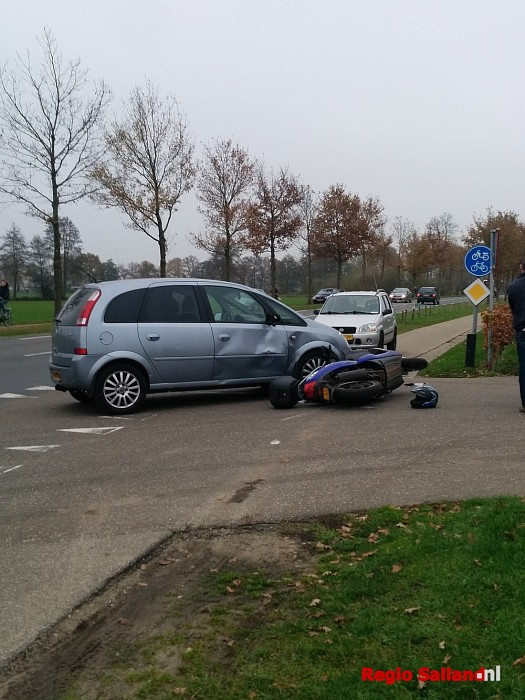 Scooterrijder raakte gewond na botsing bij Broekland - Foto: Jasper Hutten