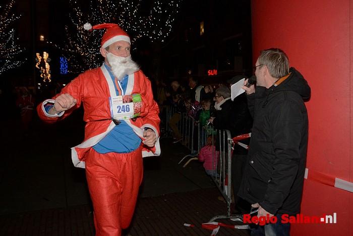 Geslaagde SantaRun brengt 7500 euro op (update) - Foto: Jasper Hutten