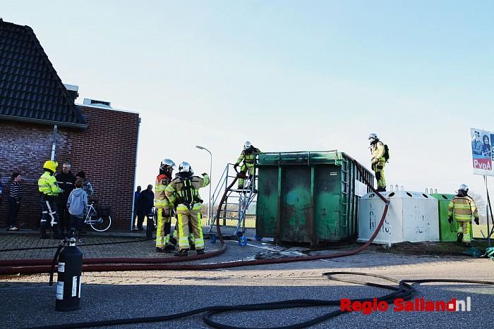 Brand in papiercontainer op de Elshof bij Wijhe