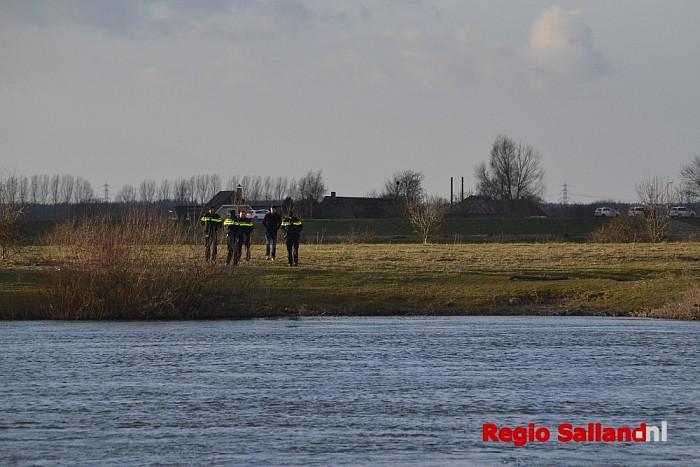 Lichaam gevonden aan de IJssel Vorchten - Foto: Jasper Hutten