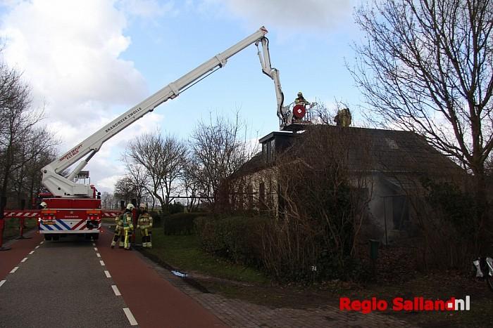 Brandweer druk met schoorsteenbrand in Dalfsen - Foto: Pim Haarsma