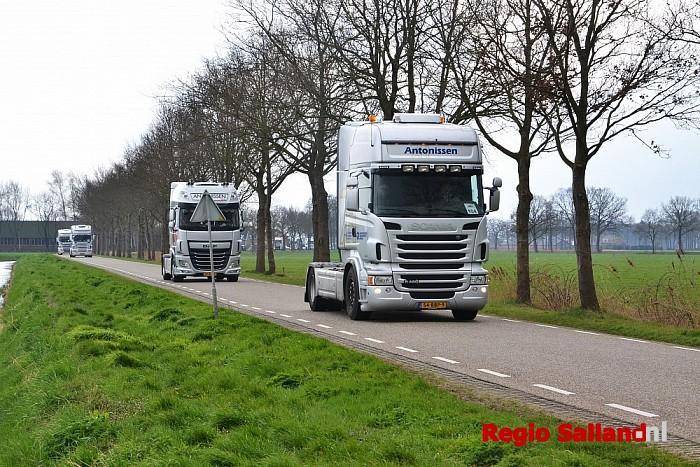 Truckersrun met veel getoeter door Salland - Foto: Jasper Hutten